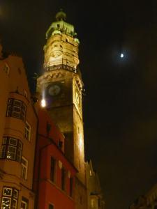 Torre de la Ciudad de Innsbruck de noche