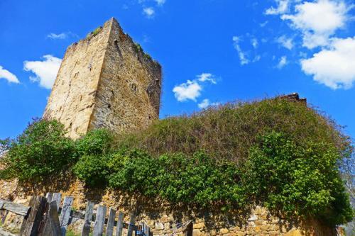 Torre de Mogrovejo, el monumento más importante y antiguo de la localidad
