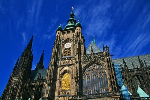 Fachada lateral y torre campanario de la Catedral de San Vito