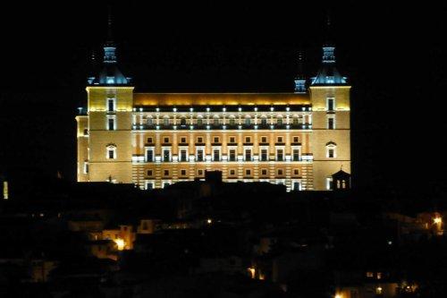 Vista nocturna del Alcázar de Toledo