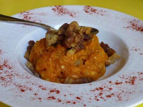 Patatas revolconas, plato típico de la gastronomía de Ávila, qué comer en Ávila