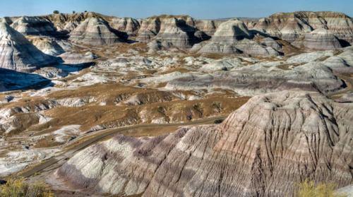 Capas de sedimentos acumulados en el Desierto Pintado durante millones de años