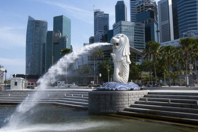 . This cruise tour package to Singapore acquaints you with the busiest markets, beautiful art galleries and to some of the best designers; which helps you get the gist of the city's culture