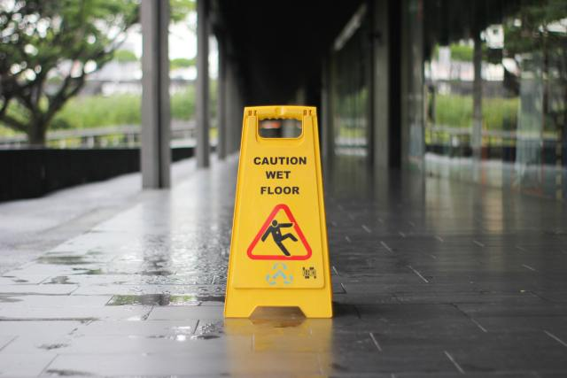 "A ""slippery when wet"" yellow sign."