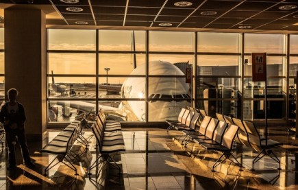 Grávida enfrenta atraso de voo superior a 30 horas e recebe indenização