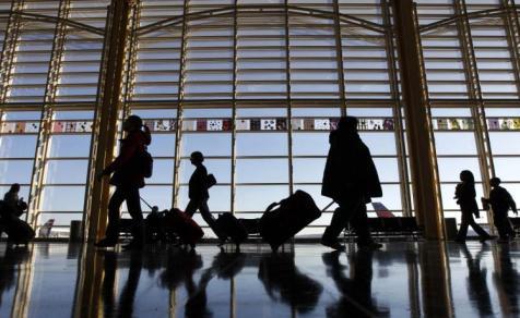 Overbooking causa atraso de viagem de 3 dias e gera indenização ao passageiro