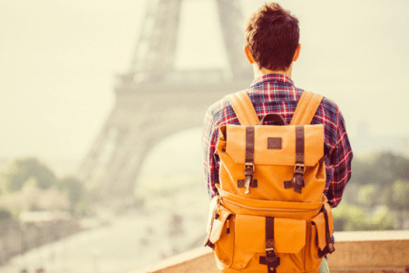 Cancelamento de voo impede adolescente de voltar para o Brasil após intercâmbio