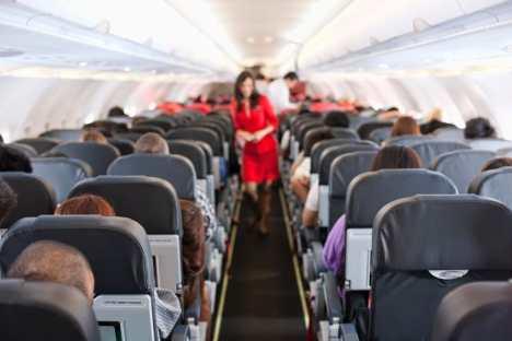 Empresa aérea deve se responsabilizar por danos decorrentes da inclusão de escalas não informadas em rota de voo