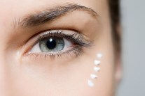 Make Your Own Homemade Anti-Aging Eye Cream