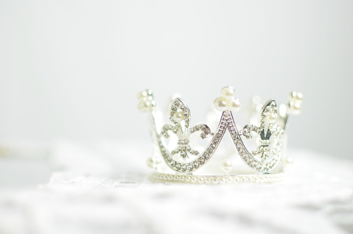 Crown of Rejoicing :: Quietly Through Thursday Link-up #17