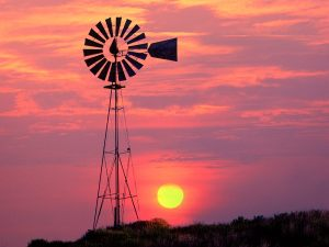 Windmill_at_Sunset_Near_Colfax_Washington