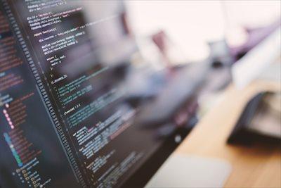 ホームページ作成を業者に依頼するメリットとは?