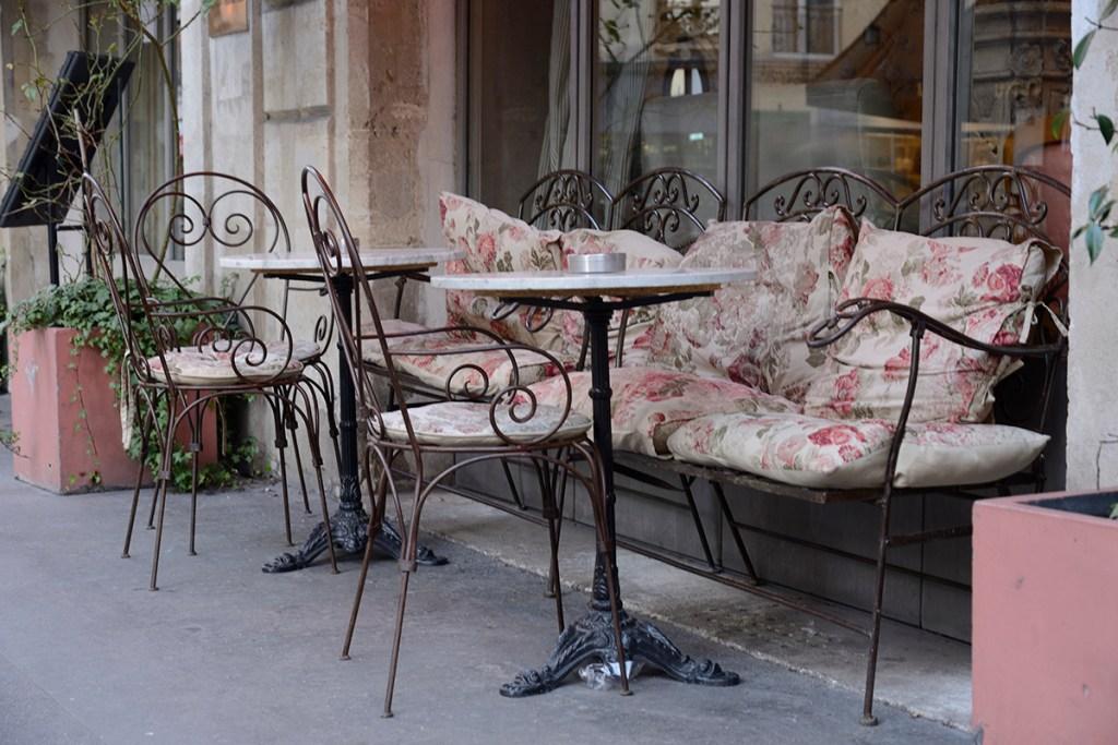 Street Cafe Decadence