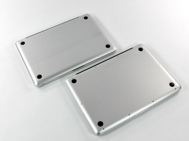 Figura 3 - La parte inferiore del MacBook 13'' (sopra) e del MacBook Pro 13'' (sotto).