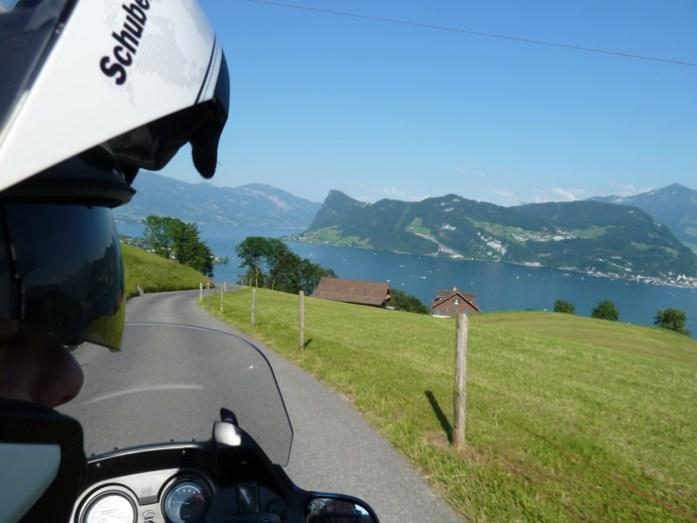 Viagem de mota pela Suíça e Alpes.