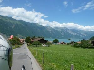 Viagem de mota pela Suíça e Alpes. Em Interlaken.