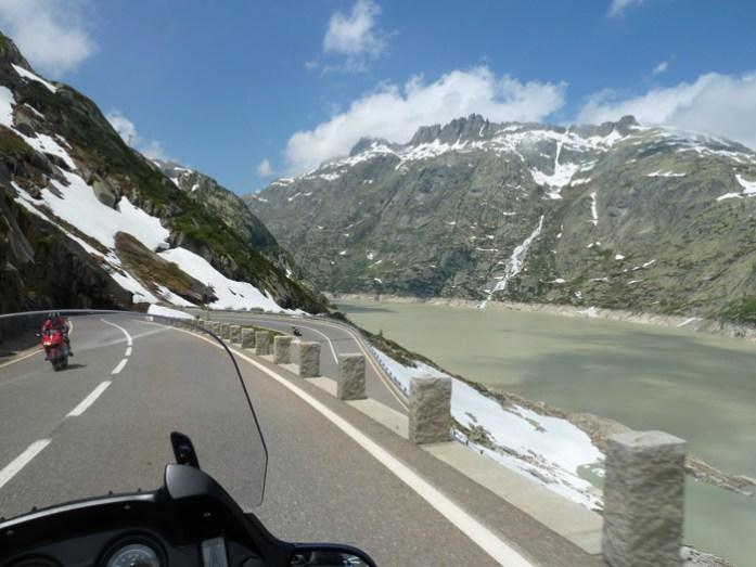 Viagem de mota pela Suíça e Alpes. Em Grimselpass.