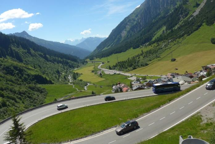 Viagem de mota pela Suíça e Alpes. Em Arlberg Pass.