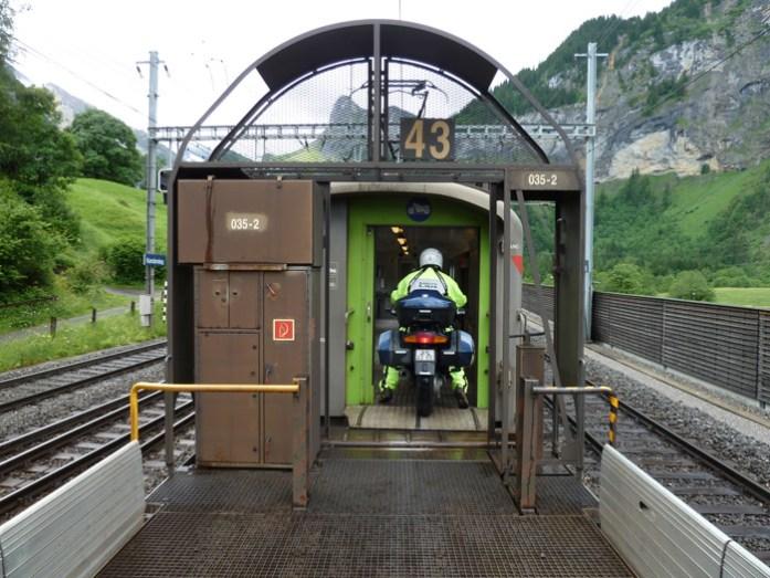 Em Kandersteg. Viagem de mota na Suíça e Alpes Suíços