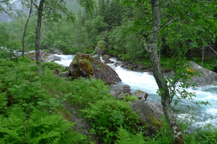 Agitado rio em Trollstigen