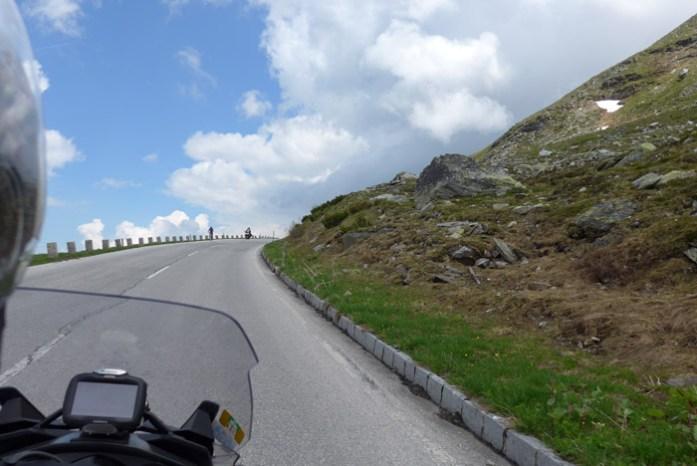 de mota por Grossglockner estrada de montanha alpina Áustria