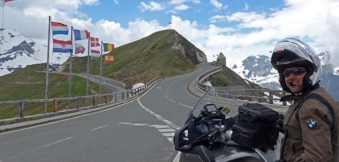 Grossglockner no topo da estrada de montanha alpina Áustria