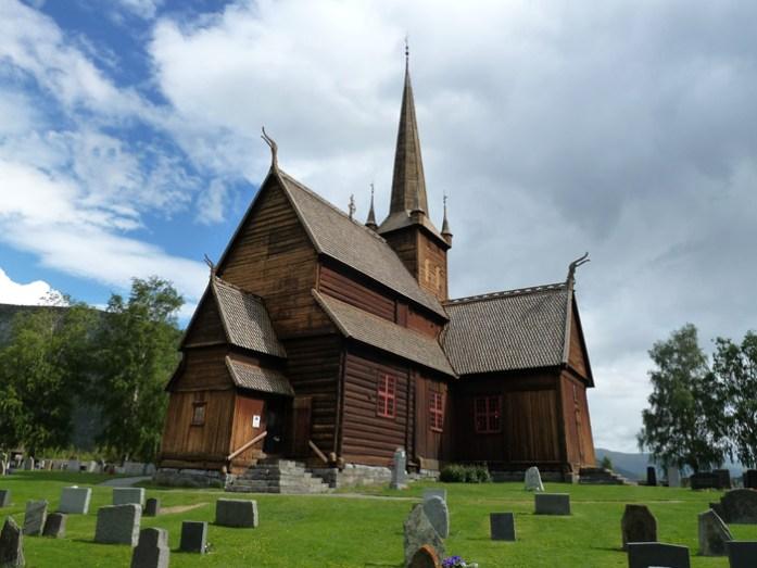 Lom de mota pela noruega. igrejas de madeira