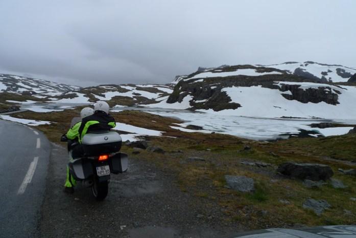 Aurlandsfjellet. Pelas melhores estradas da Noruega de mota numa viagem pelos fiordes