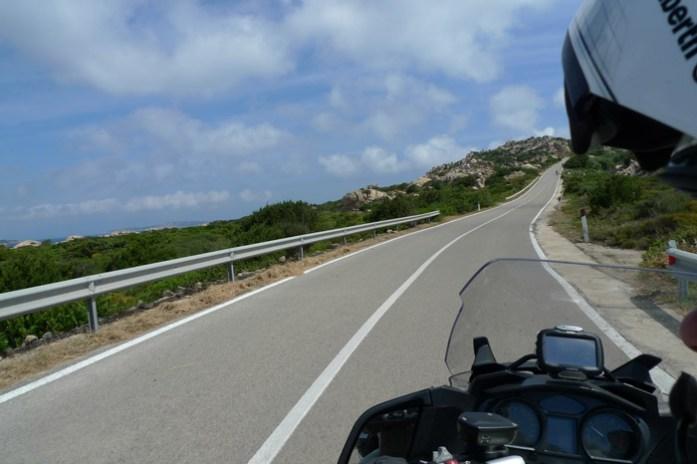 De mota pela Sardenha em Isola Madalena