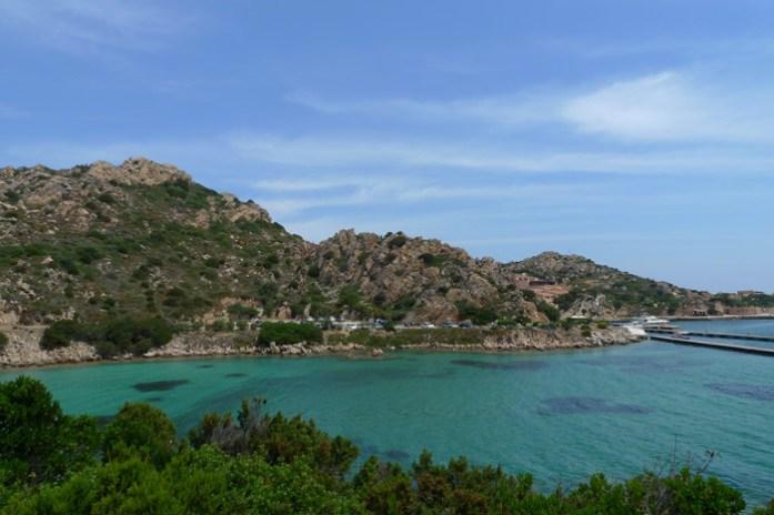 Praia Sardenha. de mota pela ilha