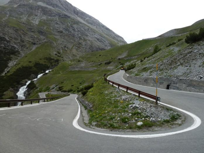 Stelvio Pass numa viagem de mota pelos Alpes Italianos de mota pelos alpes