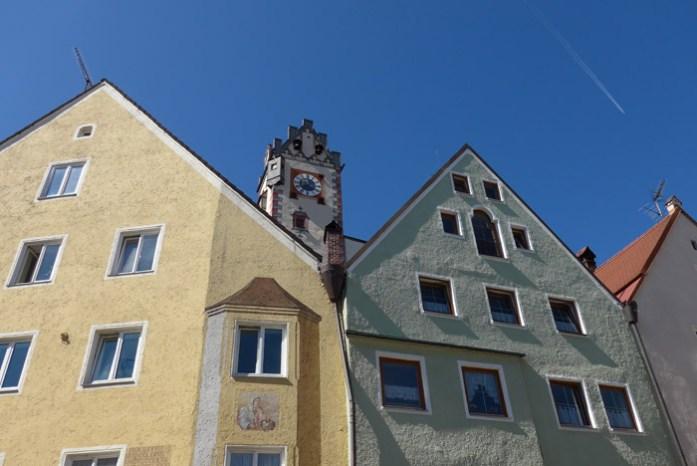 Pelas ruas da cidade de Fussen, na rota dos Alpes Alemães. Deutschland Alpenstrasse