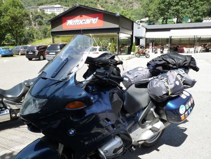 Excesso de bagagem pela nossa primeira grande viagem. Em Liechtenstein.