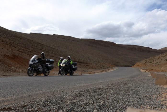 Viagem de mota por Marrocos. Estrada R703 Agoudal - Tizi Tirherhouzine - Gorges du Todgha