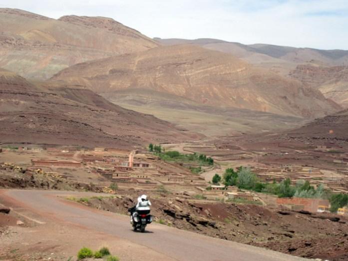 Viagem de mota por Marrocos. Estrada R704 Boulmane du Dadès - Gorgès du Dadès M'Semrir.