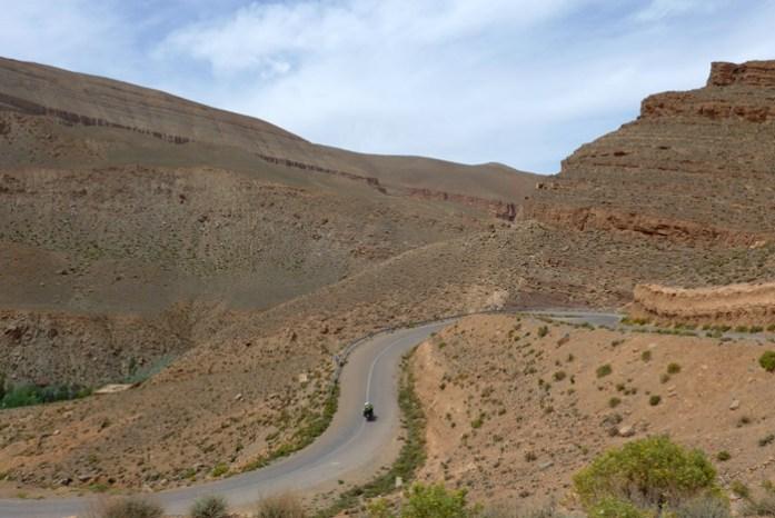 Viagem de mota a Marrocos. Estrada R704.