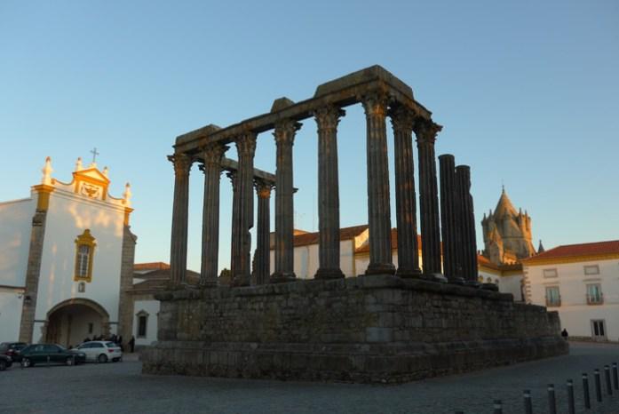 Passeio pelo Alentejo de mota. Templo de Diana em Évora