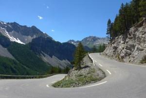 Estradas de montanha nos Alpes. No Col D'Izoard