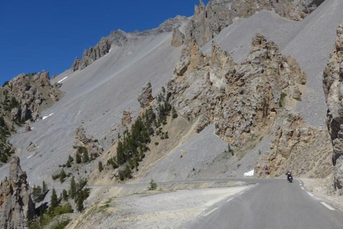 Viagem de mota pelas Estradas Alpinas. Col D'Izoard. França