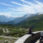 San Bernardino Pass. De mota nos Alpes Suíços