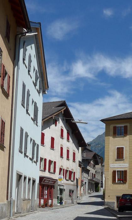 Na aldeia de San Bernardino. Alpes Suíços