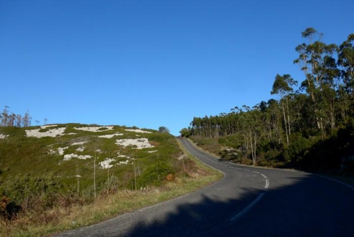 Roteiro nas Serras de Aire de Candeeiros. Na estrada CM1349 entre Serra de Santo António e Alvados.
