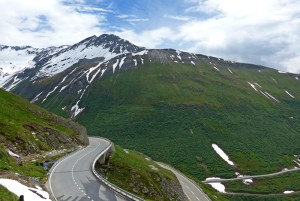 As melhores estradas dos Alpes Suíços na região de Andermatt.