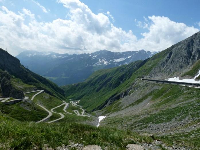 As melhores estradas dos Alpes Suíços na região de Andermatt. Em Gotthardpass