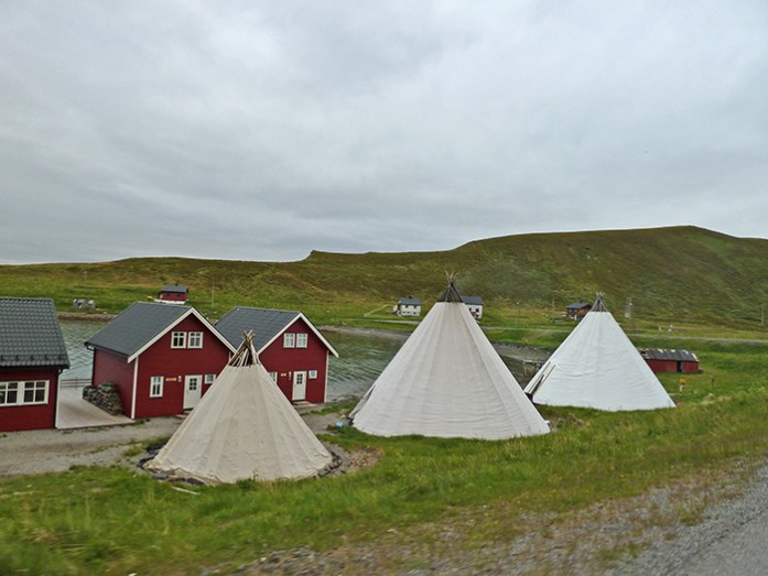 Tendas Sami na Lapónia Norueguesa. Estrada E6