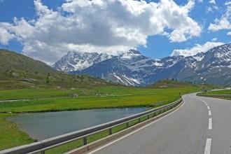 Simplon pass. Melhores estradas dos Alpes Suíços para andar de moto.