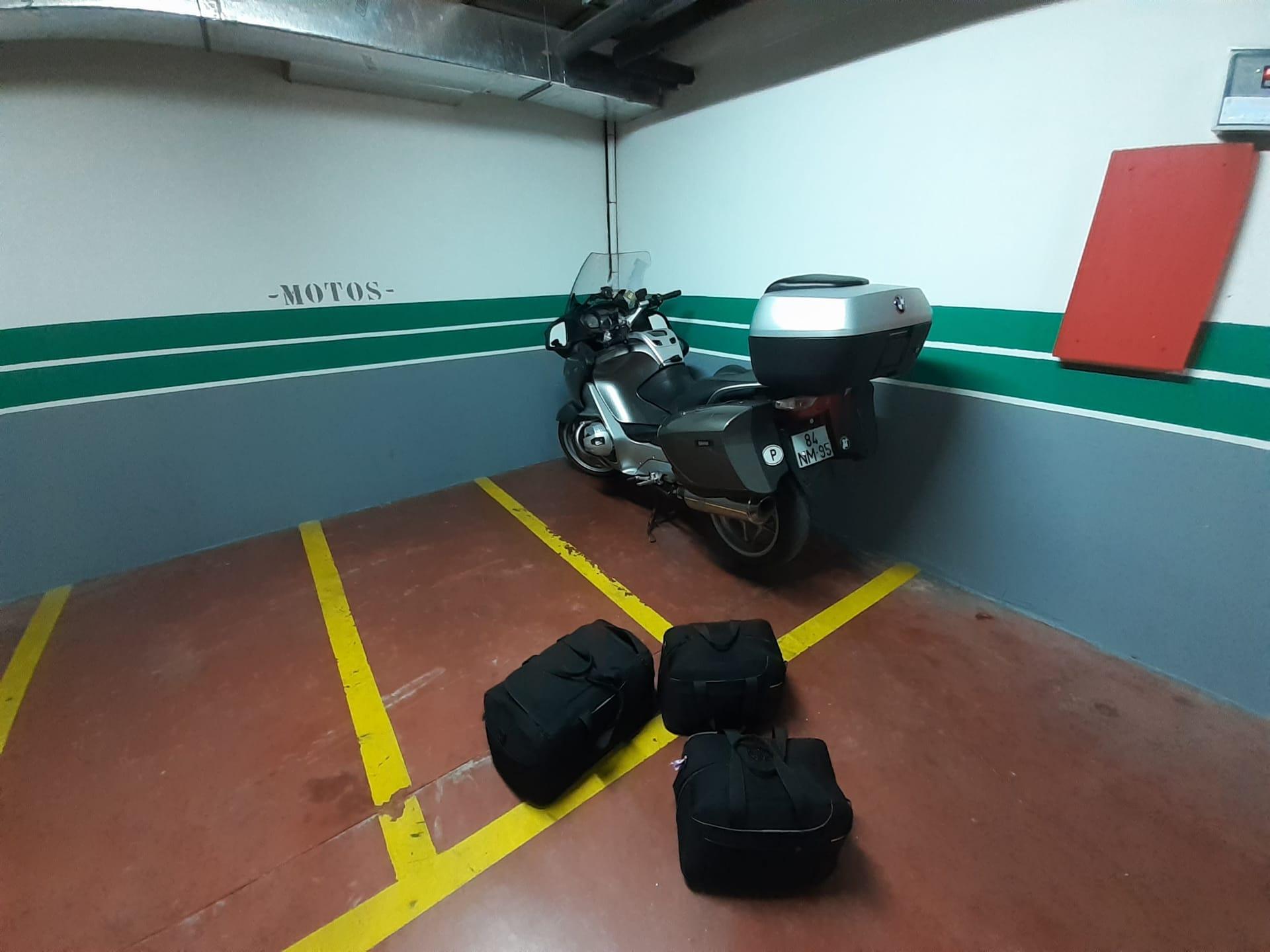 Garagem privada do Hotel El Castillo