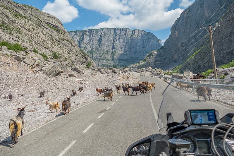 Viajar pela Albânia é seguro? Essas e outras informações práticas sobre o país