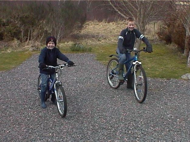 boys-on-bikes-2