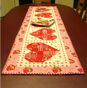 Quilted table runner for valentine s day quilting for Diy valentine table runner